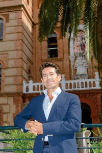 El Dr. Manuel Toledano Pérez es catedrático en la Facultad de Odontología de la Universidad de Granada.