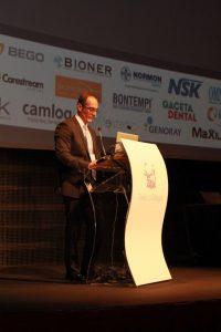 El Dr. Alberto Sicilia durante su intervención en el Congreso de la Sociedad Española de Implantes celebrado el pasado mes de octubre en Madrid.