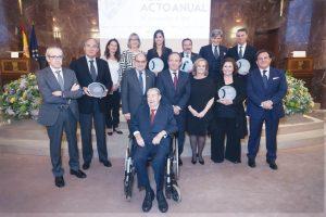 El secretario general de Sanidad y Consumo, José Javier Castrodeza; el doctor Juan Manuel Laborda y el resto de personalidades y galardonados en el VIII Acto Anual de la Fundación Tecnología y Salud.