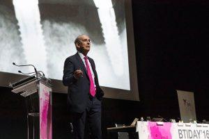 El Dr. Eduardo Anitua, durante su intervención en Madrid.