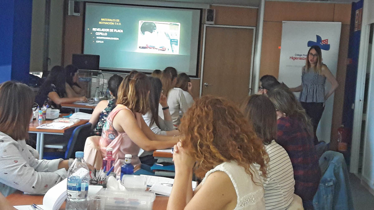 Intensa actividad formativa en el Colegio de Higienistas Dentales de Madrid